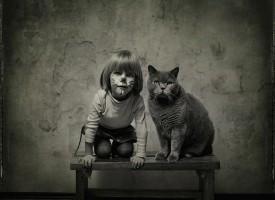 Prijateljstvo koje traje godinama – Devojčica i mačak (FOTO)